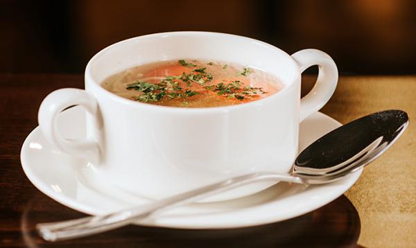 Zupa rosół z makaronem