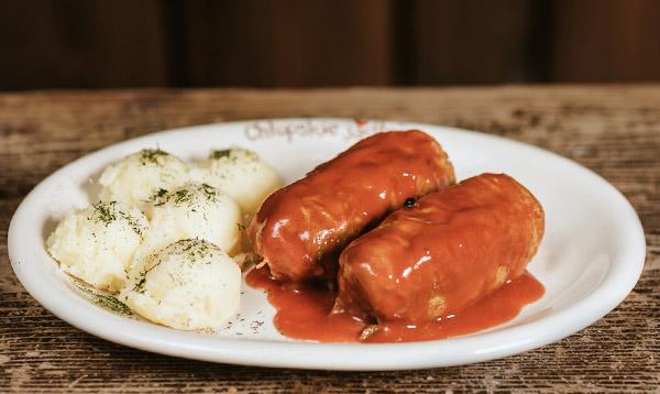 Gołąbki z sosem pomidorowym