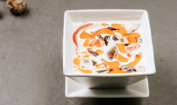 Zupa Tom Yum z grzybami
